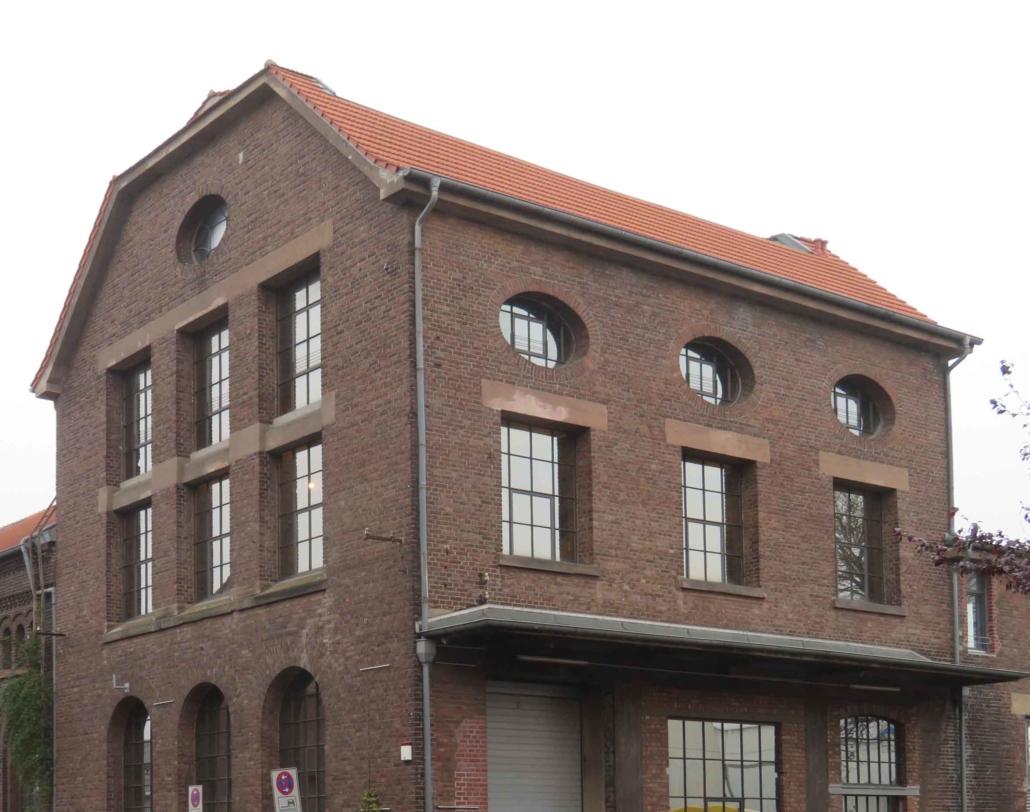 Objektansicht Altes Gaswerk, Stahlfenster mit Sprossen, Loftfenster im Industriedesign