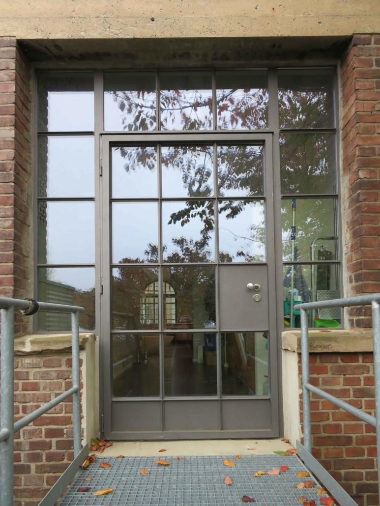 Stahltür mit Sprossen, Industriedesign