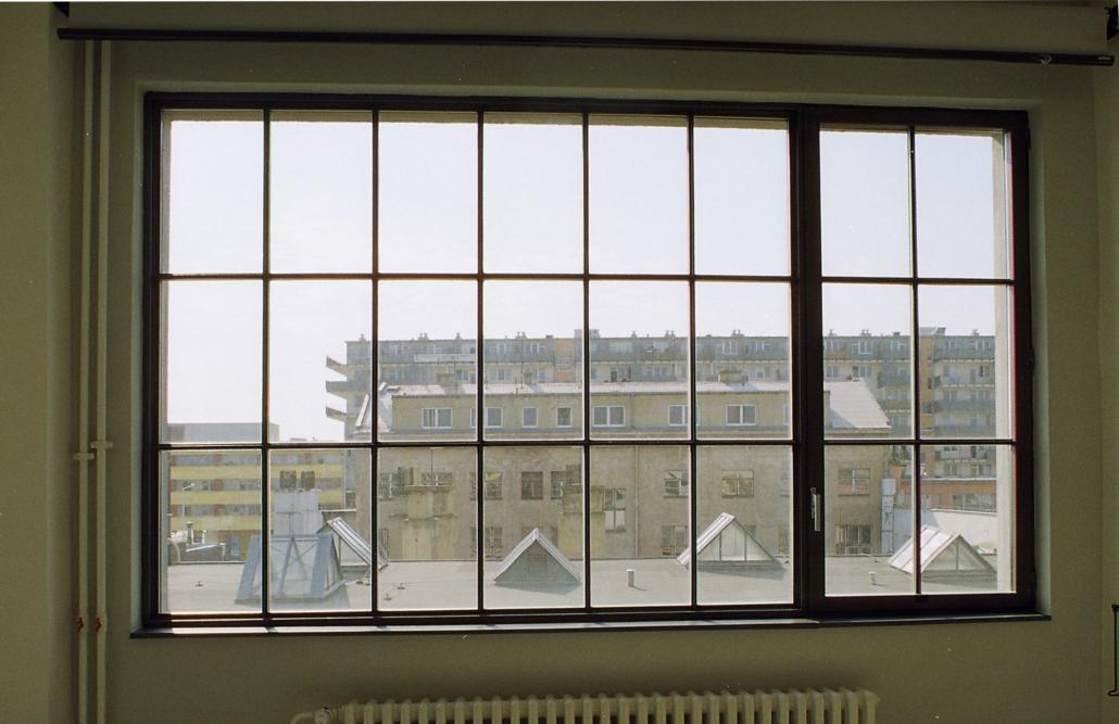 Stahlfenster mit Sprossen, Loftfenster, ein Öffnungsflügel