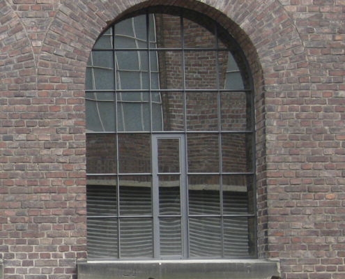 Stahl Loftfenster mit Bogen, wärmegedämmt, Öffnungsflügel mittig