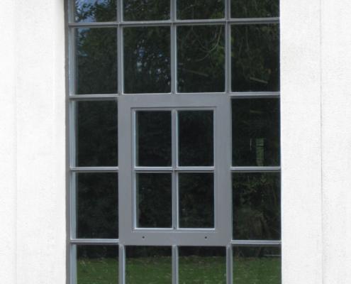 wärmegedämmte Stahlfenster mit Sprossen im Idustriedesign, Öffnungsflügel mittig 027