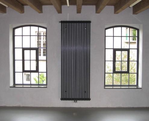 Stahl-Fenster mit Bogen, schmale Ansichtsbreiten, Industriedesign, Öffnungsflügel mittig
